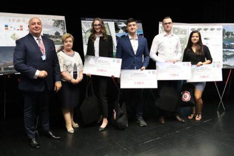Grupa nagrodzonych studentów architektury z Politechniki Białostockiej