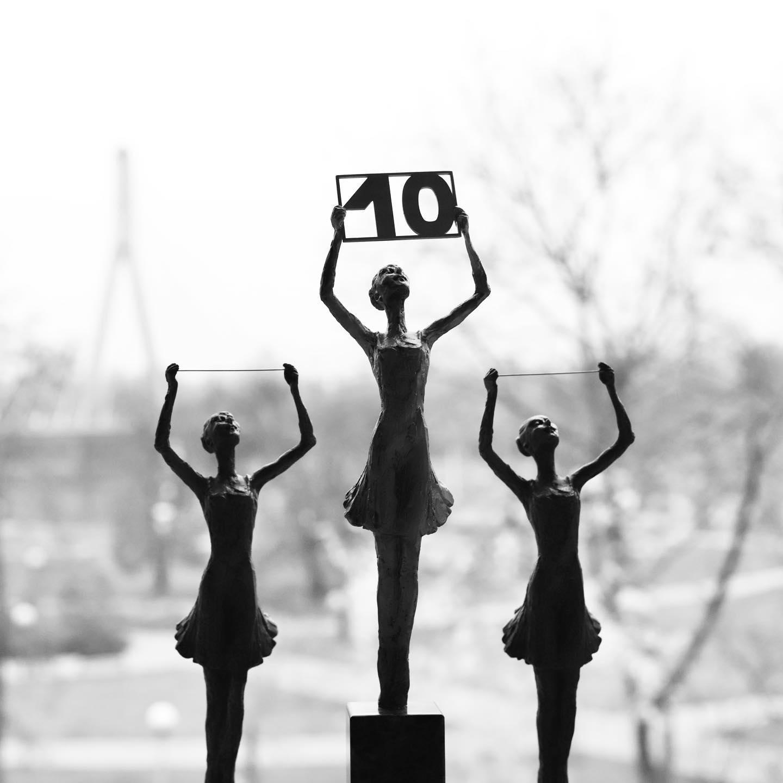 Zdjęcie przedstawia 3 statuetki konkursowe. Autorem jest Mariusz Maciejewski!